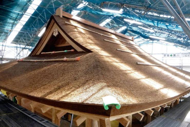 檜皮葺正殿屋根1